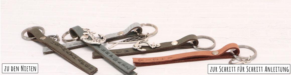 Schlüsselanhänger mit Nieten und geprägtem Leder